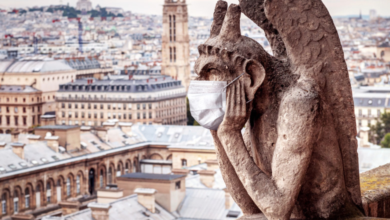 Statuie, masca