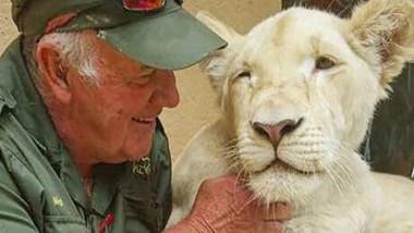 West Mathewson a fost omorat de leii pe care i-a crescut de cand erau pui