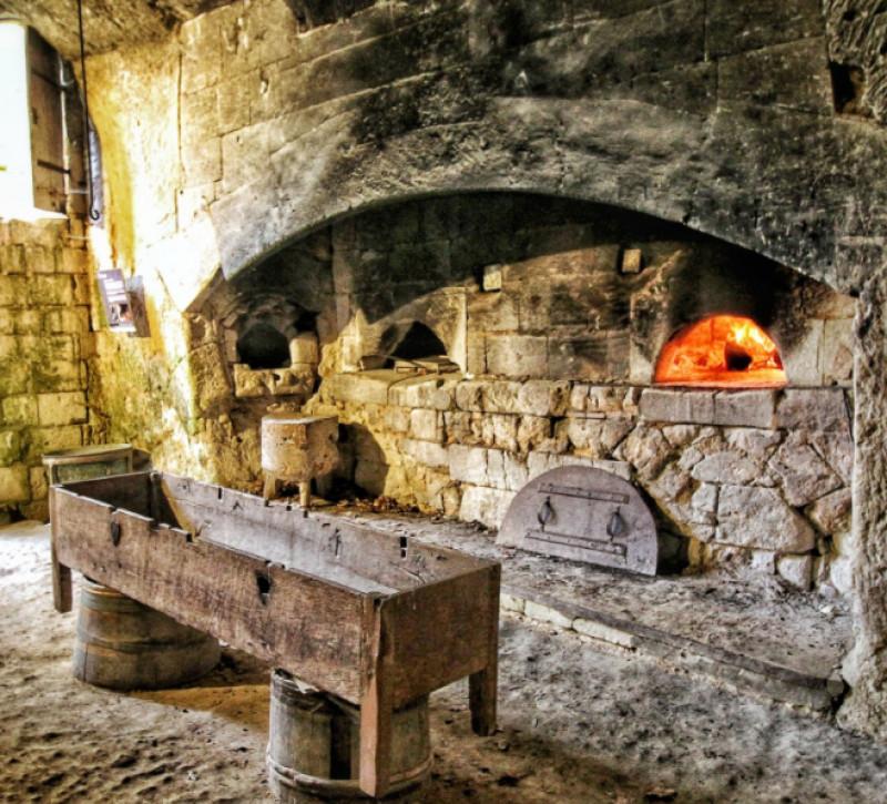 Brutăria subterană în Castelul Breze