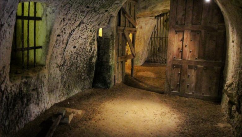 Poartă subterană în castelul Breze din Franța