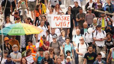 """Peste 18.000 de oameni au ieșit pe străzile din Berlin pentru a protesta față de măsurile anti-COVID: """"Masca jos"""""""