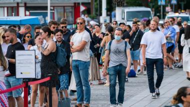 stockholm oameni fara masca
