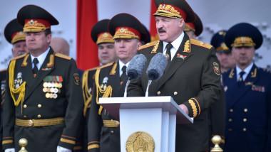 Aleksandr Lukaşenko, preşedintele Belarusului, în uniformă militară