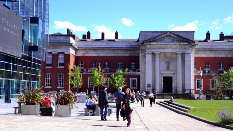 studenti campus universitar marea britanie