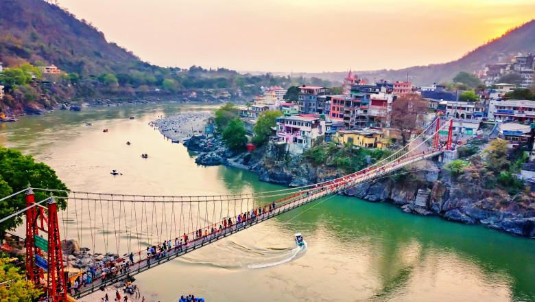 Podul sacru Laxman Jhula din India