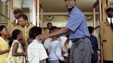 scena din Hotel Rwanda profimedia