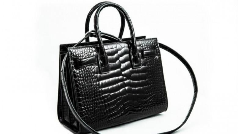 O femeie și-a cumpărat din Franța o geantă de 16.000 de euro, dar autoritățile au decis să o distrugă
