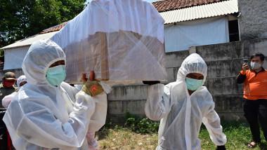 fals sicriu folosit pentru campanie anti covid in indonezia profimedia-0555669343