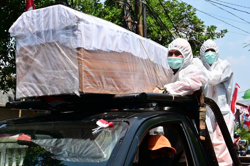 sicriu purtat pe strada in indonezia intr-o campanie anti covid profimedia-0555669367