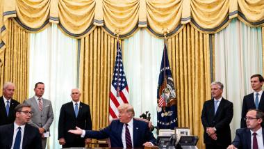 Ceremonie de semnare a unui acord economic intre Serbia si Kosovo gazduita de Donald Trump la Casa Albă