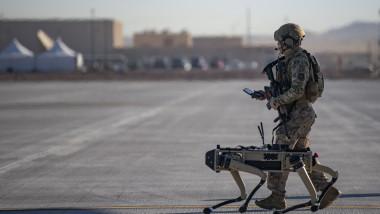 caine robot armata sua soldati militari