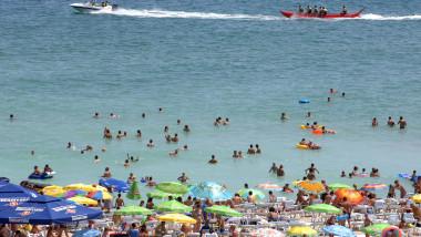 Ce mită încasa zilnic șeful Poliției Eforie de la vânzătorii ambulanți pentru a-i lăsa să vândă pe plajă