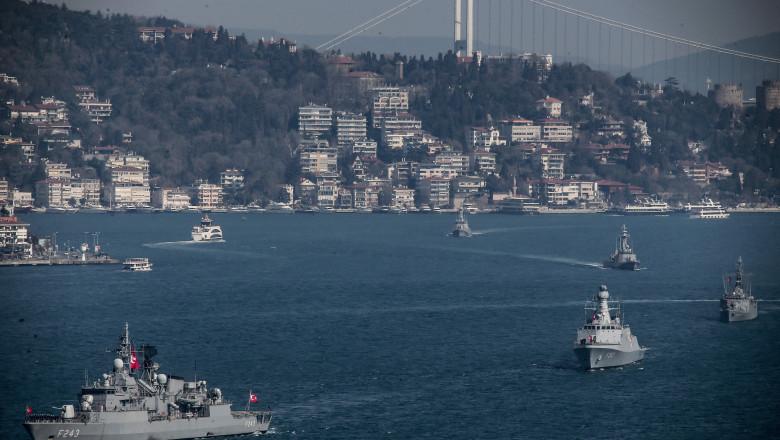 nave militare ale Turciei în strâmtoarea Bosfor