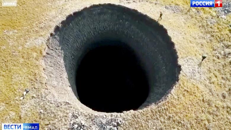 Crater imens, adanc de 50 de metri, descoperit in peninsula Iamal din Siberia