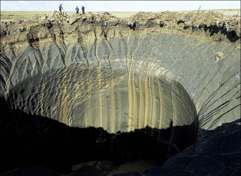 crater in permafrostul siberian