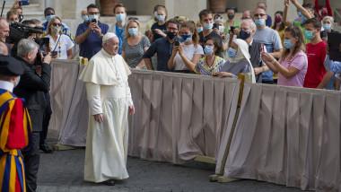 papa farancisc, intlanire cu credinciosii pandemie masti