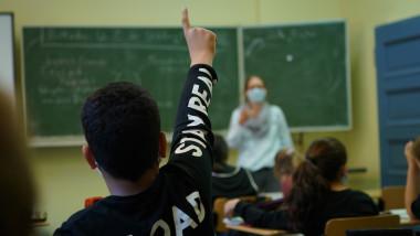 scolile se redeschid cu masuri pentru pandemie