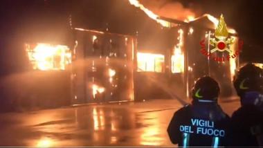 Explozii și un incendiu de proporții în portul italian Ancona