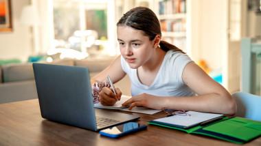 Cum pot primi note elevii în perioada cursurilor online
