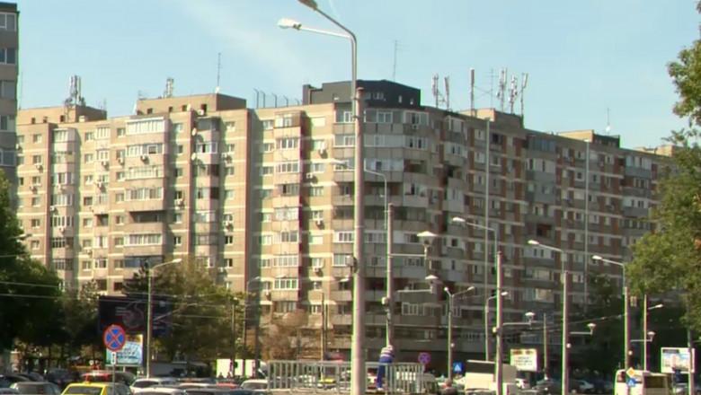 bloc vechi din drumul taberei aflat in apropierea metroului