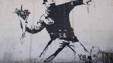 banksy-flower-thrower