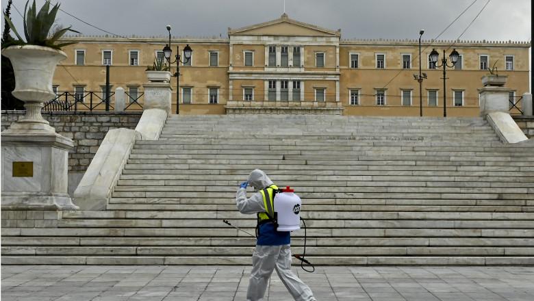 Dezinfectare anti-coronavirus la Atena