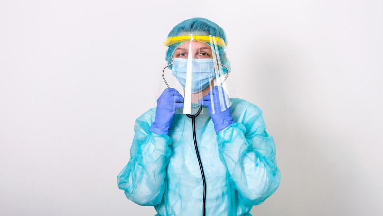 coronavirus covid-19 doctor cu masca medic