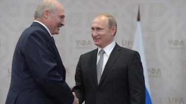 Strângere de mână între Lukașenko și Putin