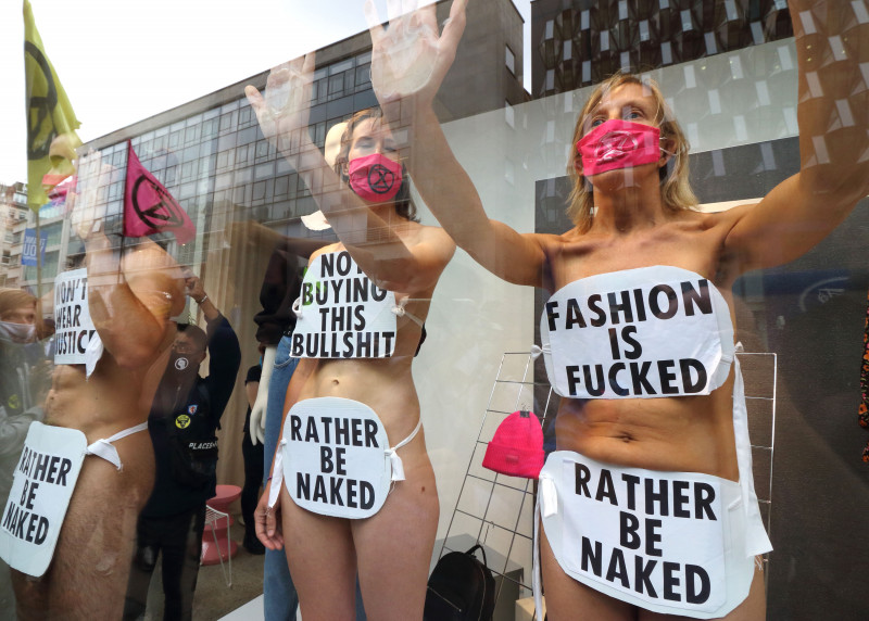 Protest Extinction Rebellion nud
