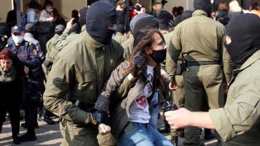 femei arestate minsk belarus militari fara insemne protest profimedia-0557659340