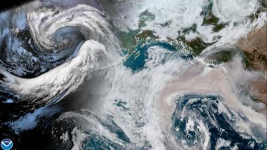 Imagine din satelit cu incendiile de pe Coasta Pacificului