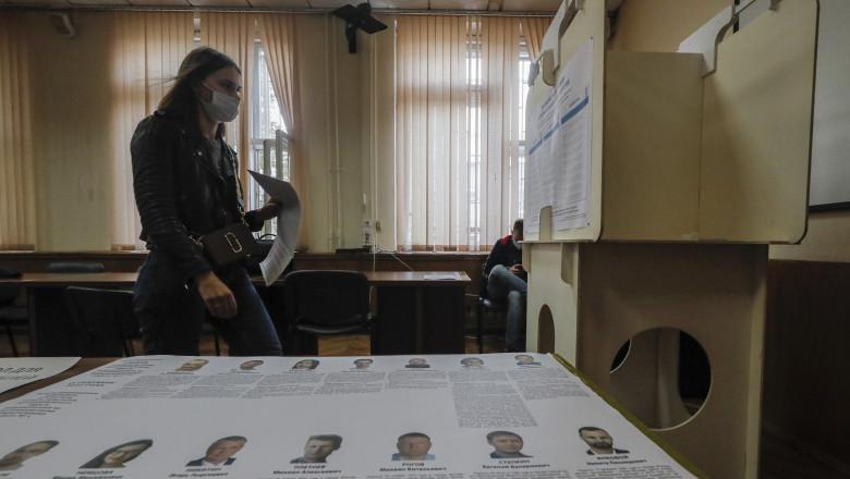 Rușii sunt chemați la urne pentru alegerile regionale