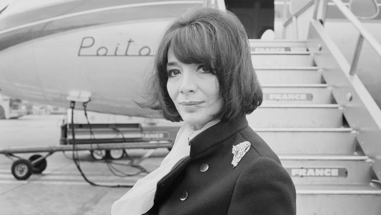 Juliette Greco in 1967 in fata unui avion
