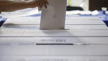 buletin vot in urna alegeri locale ID42236_INQUAM_Photos_Octav_Ganea