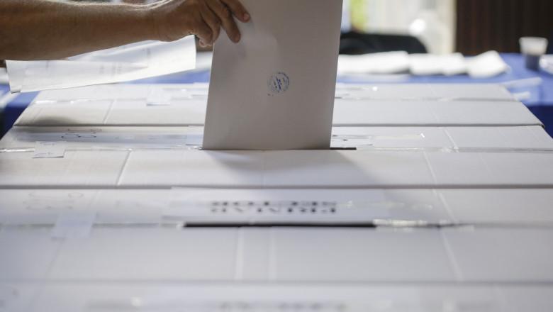 buletin vot in urna alegeri locale