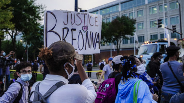 Protest in Chicago over Breonna Taylor indictment