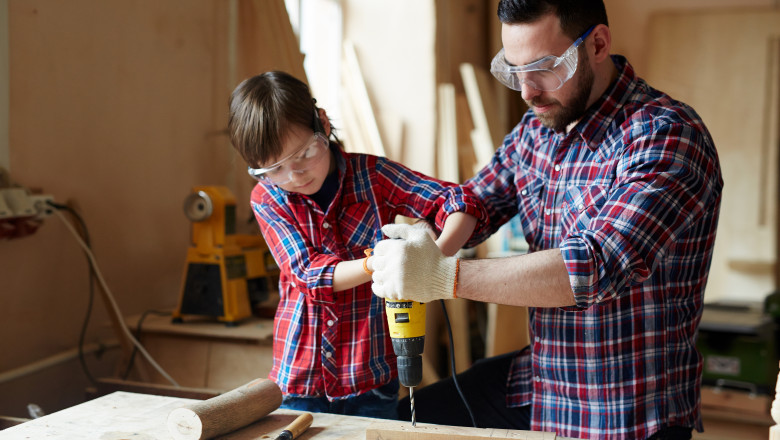 Copiii pot fi învățați de mici cum să-și câștige și să-și administreze banii