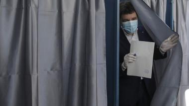 alegeri-locale-2020-nicusor-dan-familie-la-vot-inq-ganea (1)