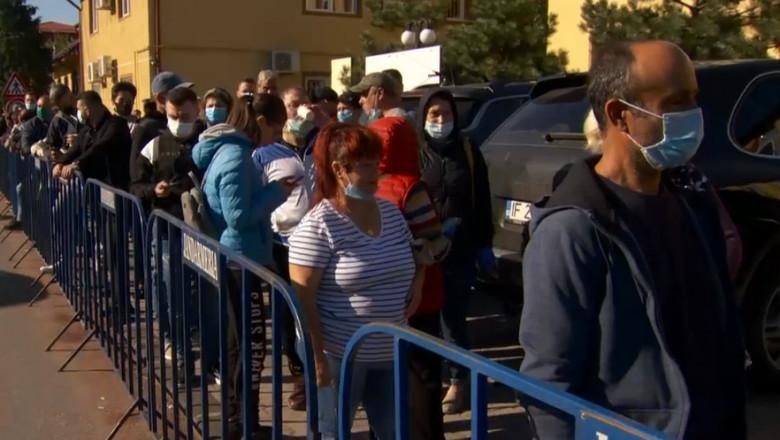 coada la sectia de votare din Tunari