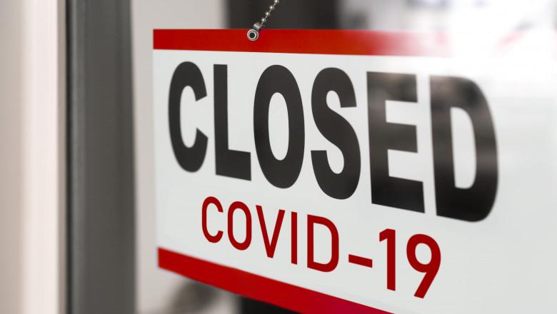 magazin cu semn de inchis din cauza coronavirusului