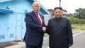 Donald Trump dă mâna cu Kim Jon Un