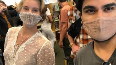 Revoltă pe Instagram după ce o vedetă a apărut la un eveniment public cu o mască din plasă