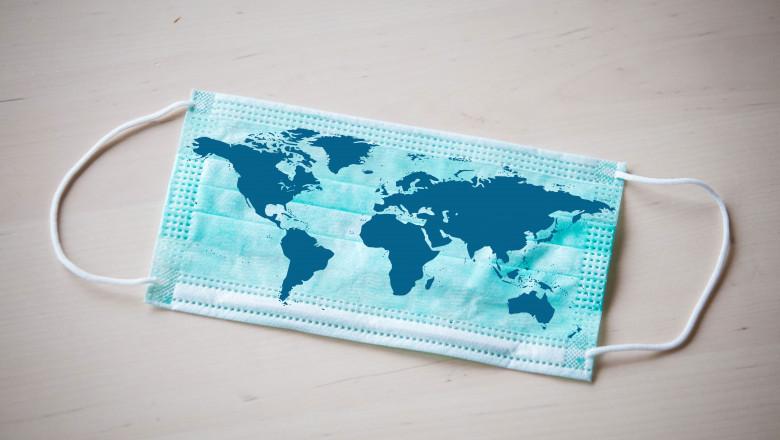 Mască coronavirus imprimată cu harta lumii