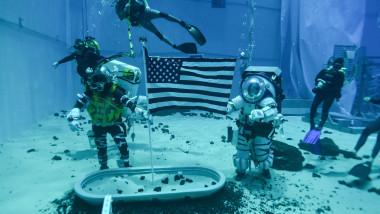 Astronauți testează noile costume spațiale NASA pentru viitoarea misiune pe Lună