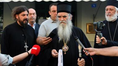 Mtropolitul Muntenegrului, Amfilohije Radovic, vorbind cu presai