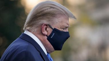 Donald Trump cu mască de protecție