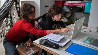 Ministrul Educației, Monica Anisie, a declarat că Inspectoratul Școlar București propune scenariul roșu de marți