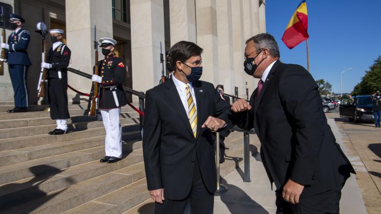 ministrul Apărării Nicolae Ionel Ciucă și secretarul de stat american al Apărării, Mark T. Esper