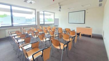 Sală a Centrului Naţional de Învăţământ Turistic
