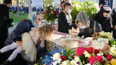 Sf Parascheva - crestinii participa la slujba